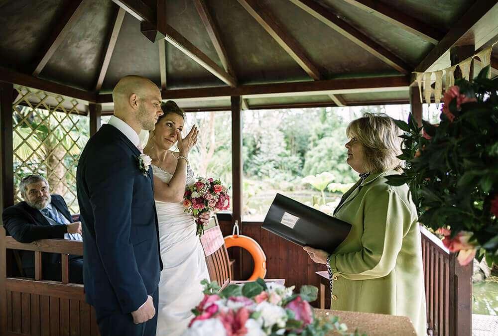 the-emerald-lakeside-wedding-ceremony-cornwall