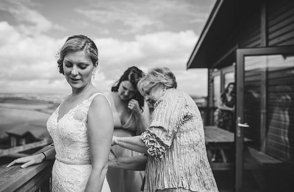 A coastal fort wedding at Whitsand Bay - Image 8