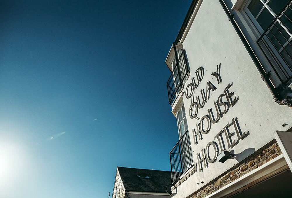 A Fowey boutique wedding at The Old Quay House Hotel - Image 10