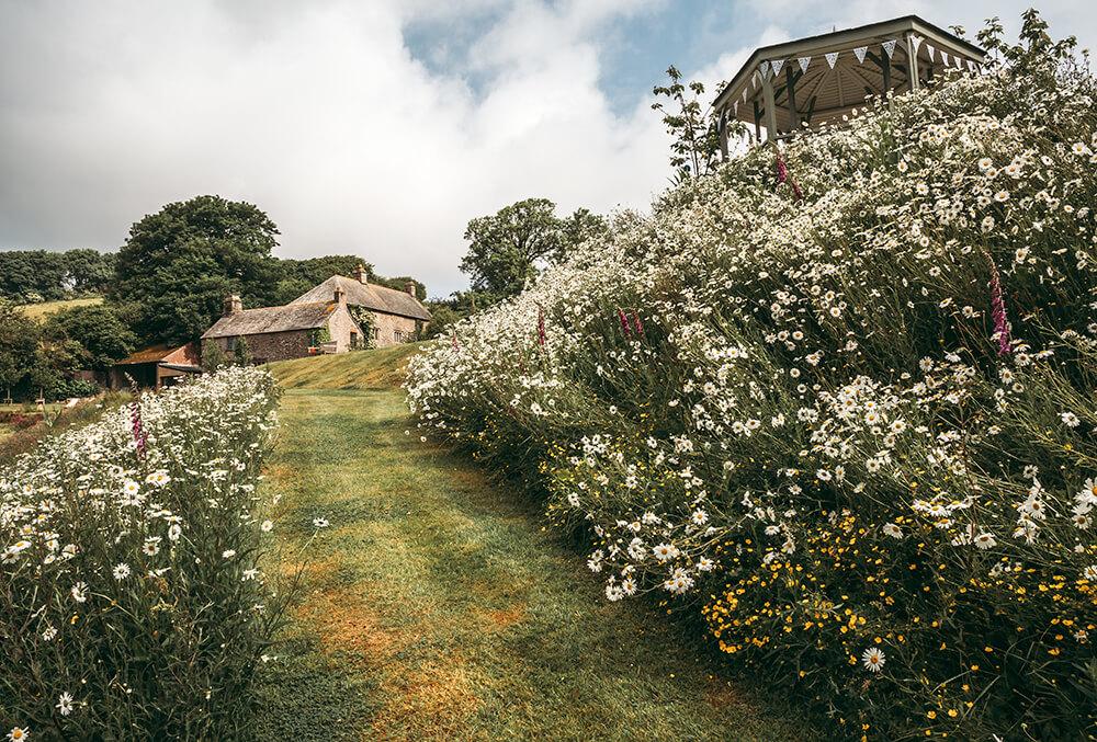 pengenna-manor-summer-house-walk-way